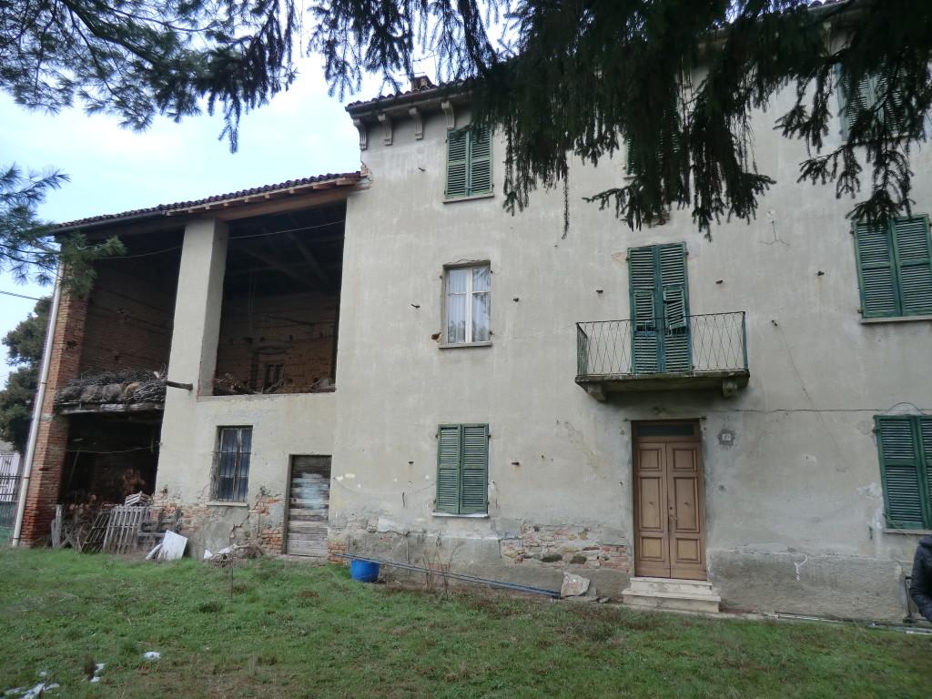 Casa da ristrutturare con rustico e terreno immobiliare cavo - Acquisto casa da ristrutturare ...